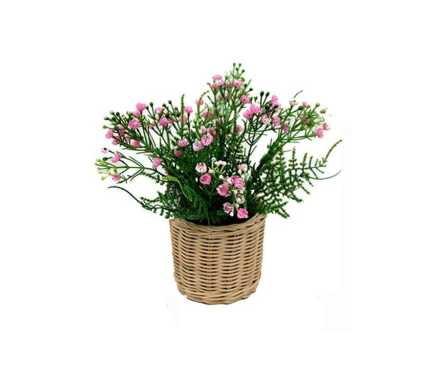 פרחים בסלסלת ראטן