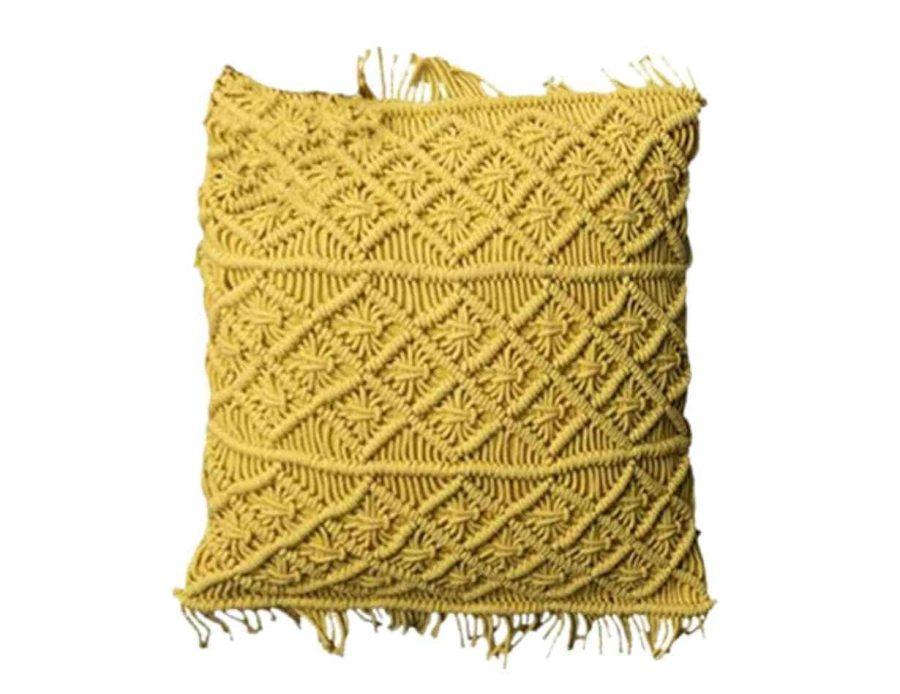 כרית מקרמה צהובה