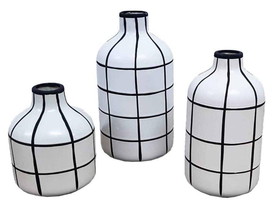 אגרטל מודרני שחור לבן בקבוק