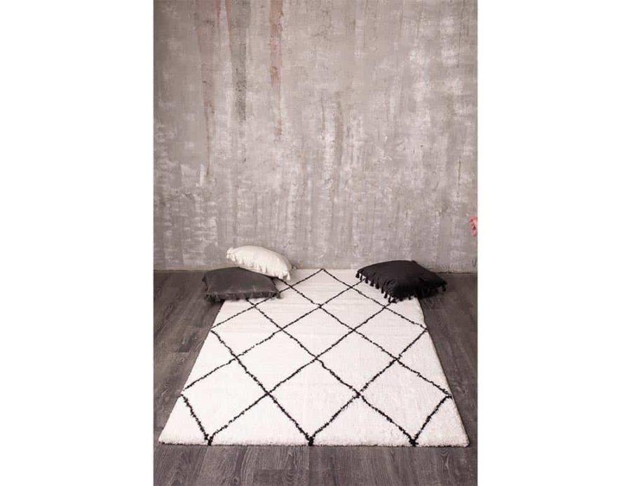 שטיח מעויינים לבן שחור קולומיבה לסלון ולחדר השינה בוהו
