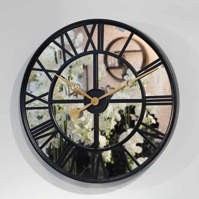 שעון קיר רומי מתכת משולב מראה