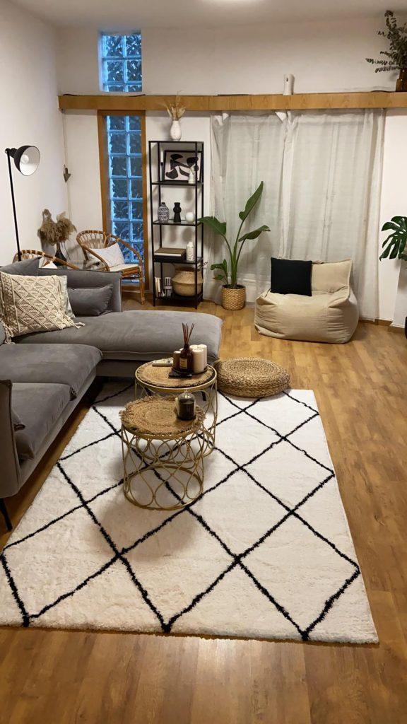 שטיח יהלום מעויינים שחור לבן בוהו שיק